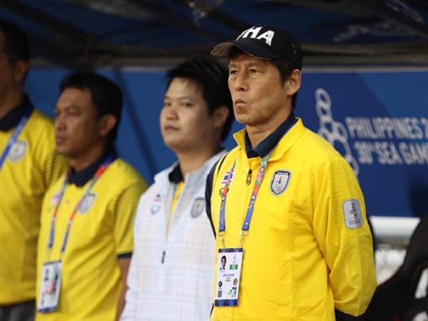 """HLV Nishino áp dụng chiến thuật """"lạ"""" với U23 Thái Lan"""