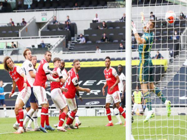 Arsenal không thể dự C1 với hàng thủ tồi tệ
