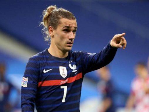 """Tin bóng đá Barca 25/11: """"Barca ra lệnh, tôi cũng không cắt tóc"""""""