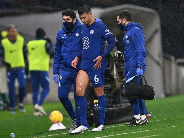"""Chuyển nhượng tối 7/2: Chelsea muốn """"trói chân"""" Silva"""