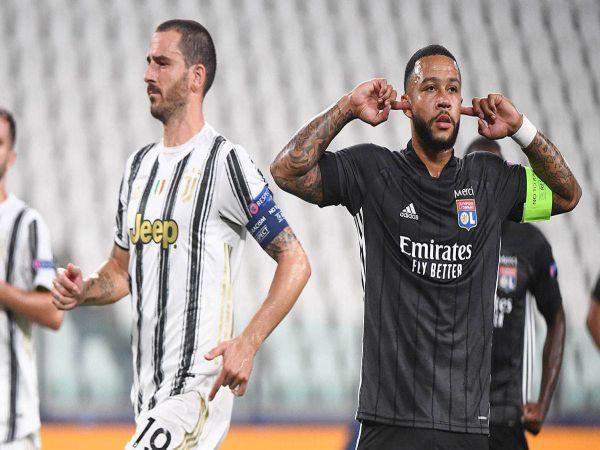 Tin bóng đá trưa 1/3: Juventus để mắt tới Depay và Milik